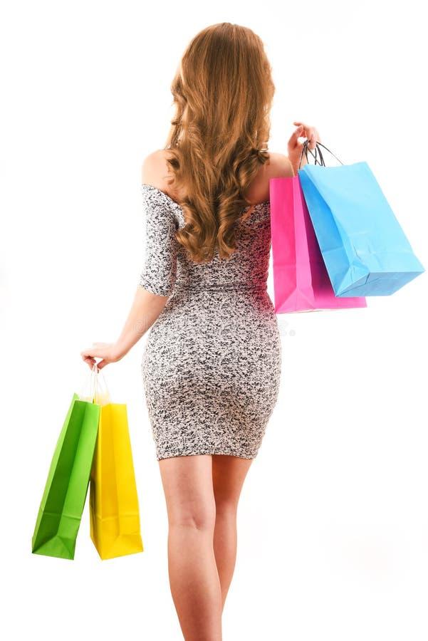 Mulher nova com os sacos de compra isolados no branco imagens de stock