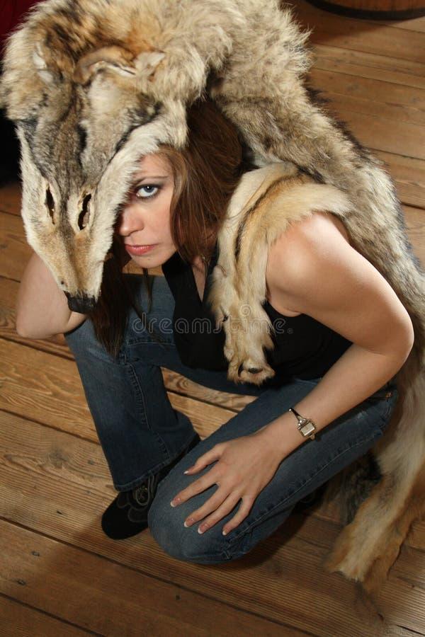 Mulher nova com pele fotos de stock royalty free