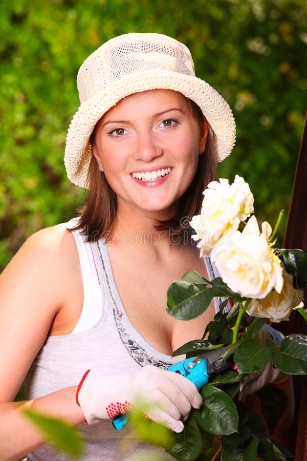 Mulher nova com rosas foto de stock royalty free