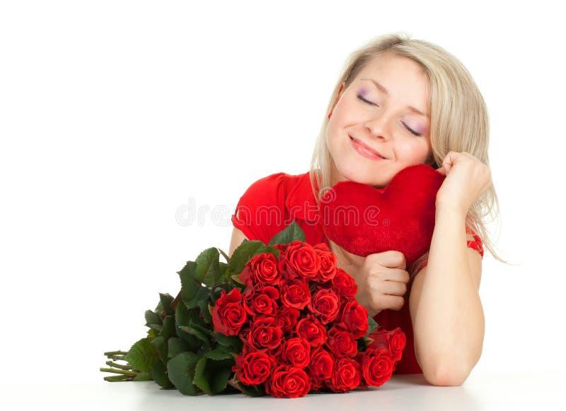 Mulher nova com rosas e coração fotografia de stock royalty free