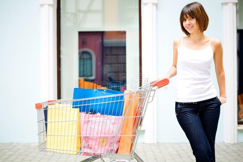 Mulher nova com sacos multi-coloured imagem de stock royalty free