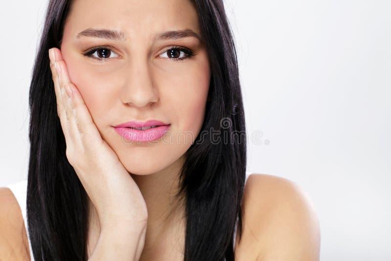 Mulher nova com toothache imagens de stock