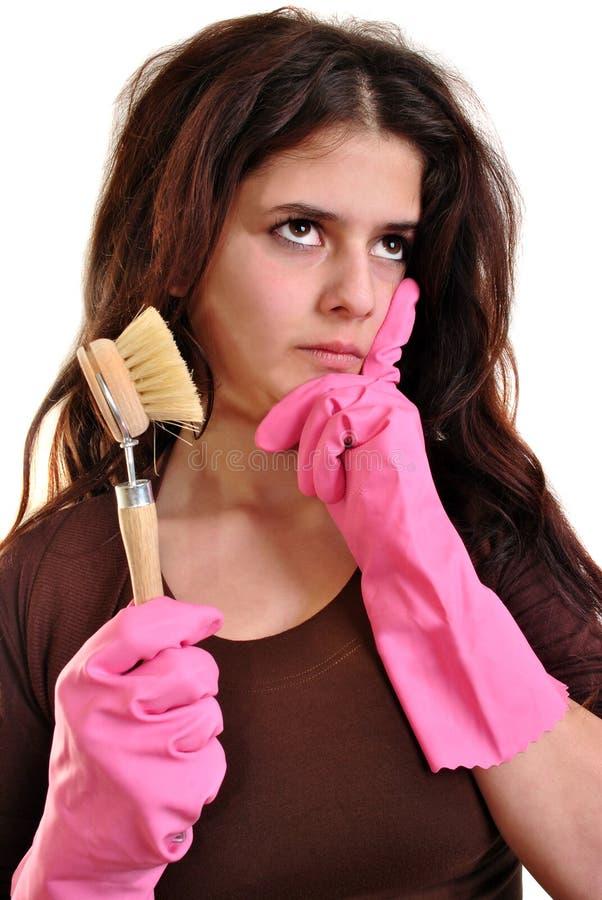 mulher nova com uma escova e as luvas foto de stock