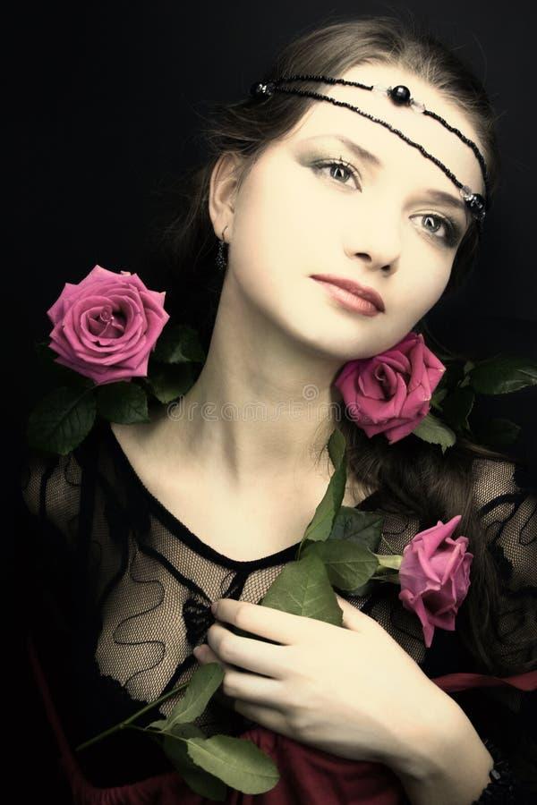 Mulher nova com uma rosa fotografia de stock royalty free