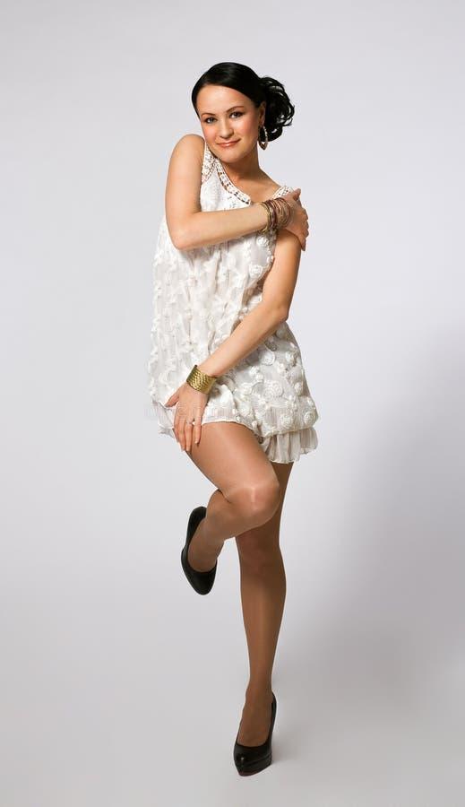 Mulher nova da beleza na dança fotografia de stock royalty free