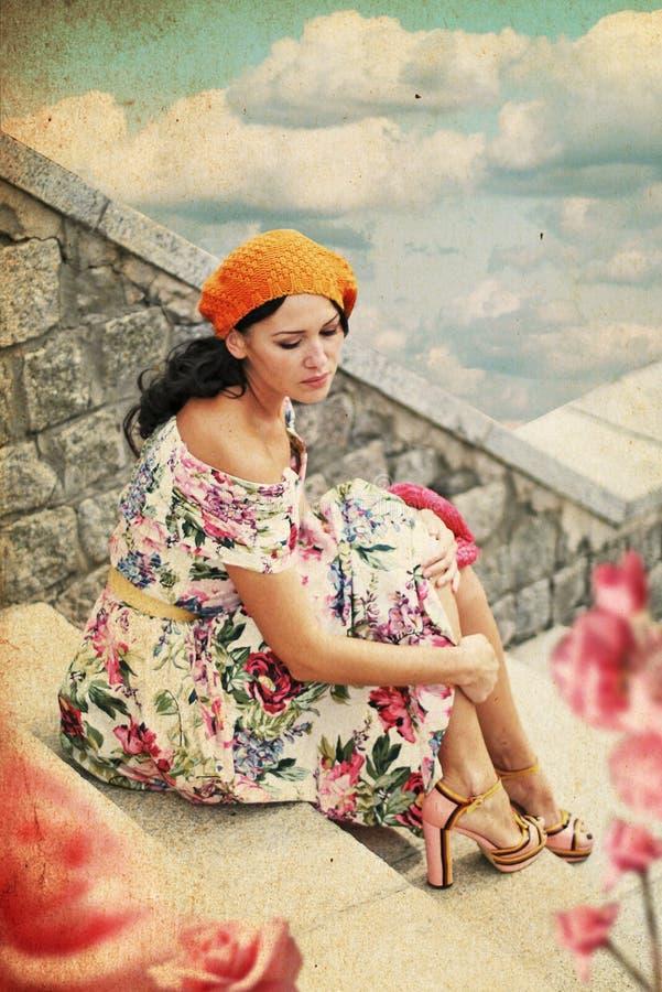 Mulher nova da beleza no vestido perfeito imagem de stock