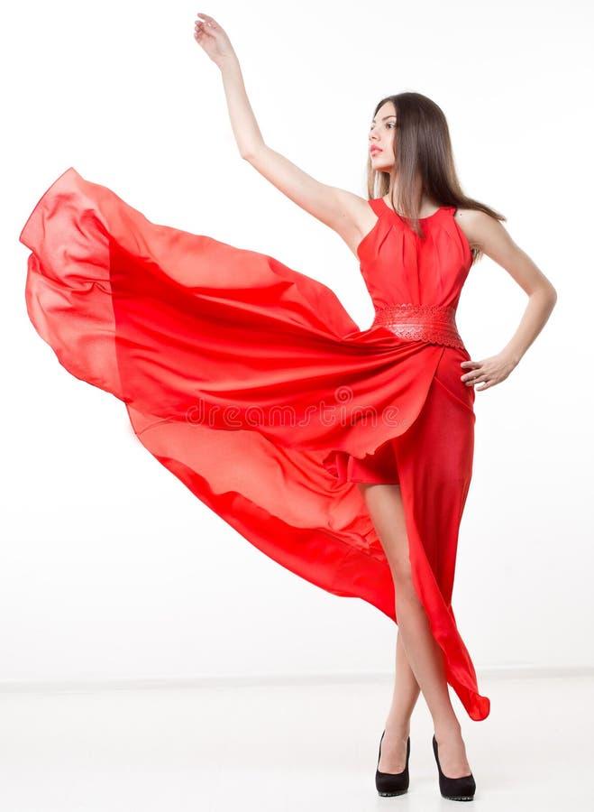 Mulher nova da beleza no vestido vermelho de vibração fotografia de stock royalty free