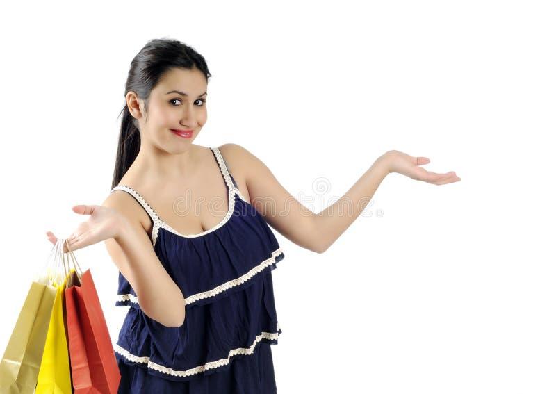 Mulher nova de compra imagens de stock royalty free