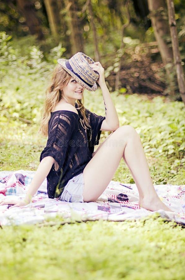 Mulher nova de Flirty fotografia de stock royalty free