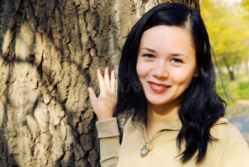 Mulher nova de sorriso fotos de stock