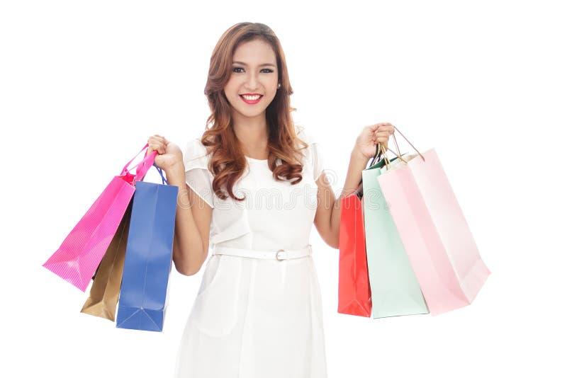 Mulher nova de sorriso com sacos de compra imagens de stock