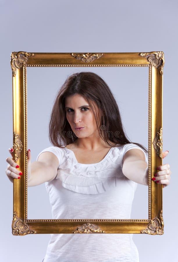 Mulher nova dentro de um frame de retrato imagem de stock royalty free