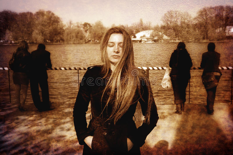 Mulher nova deprimida solitário só triste fotografia de stock royalty free