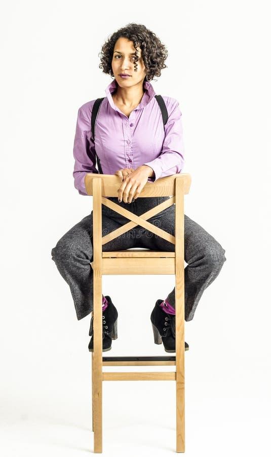Mulher nova do mulato em um terno de negócio fotografia de stock royalty free