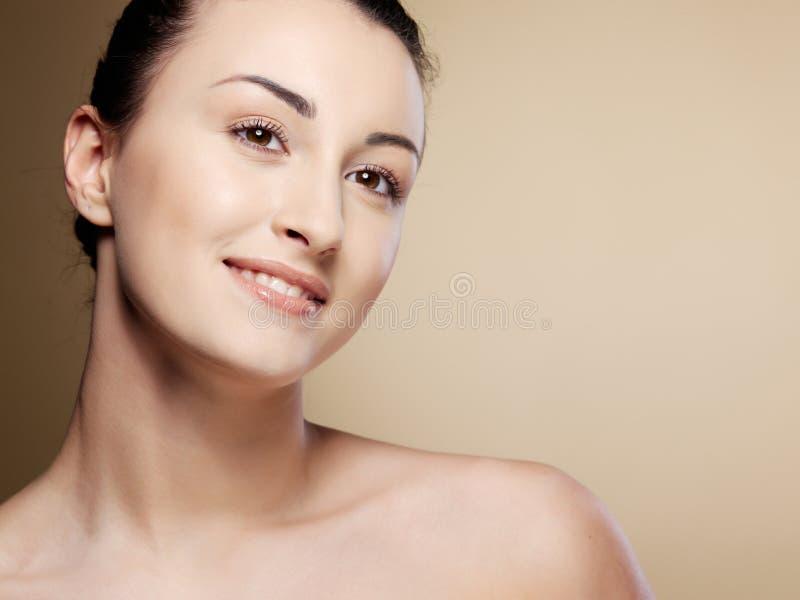 Mulher nova do retrato do Close-up imagens de stock royalty free