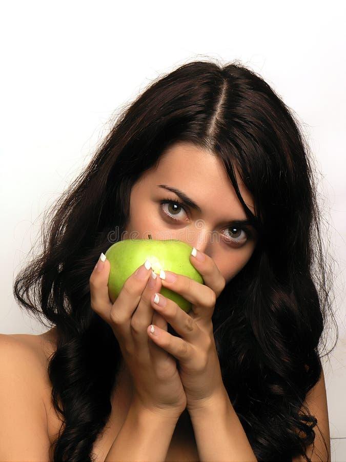 Mulher nova e maçã imagem de stock royalty free