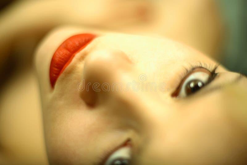 Mulher nova elegante do retrato imagens de stock