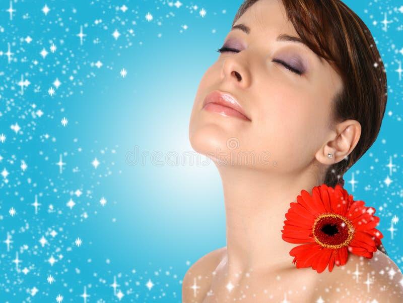 Mulher nova em termas sensuais imagens de stock royalty free