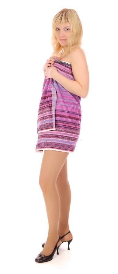 Download Mulher nova em uma toalha foto de stock. Imagem de branco - 16867378