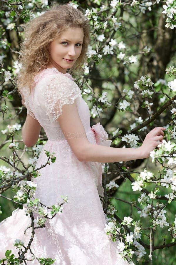 Mulher nova encantadora imagem de stock royalty free