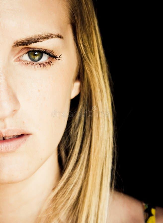 Mulher nova eyed verde fotografia de stock