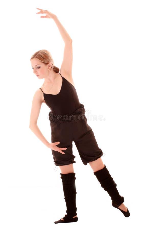 A mulher nova faz o exercício da dança foto de stock