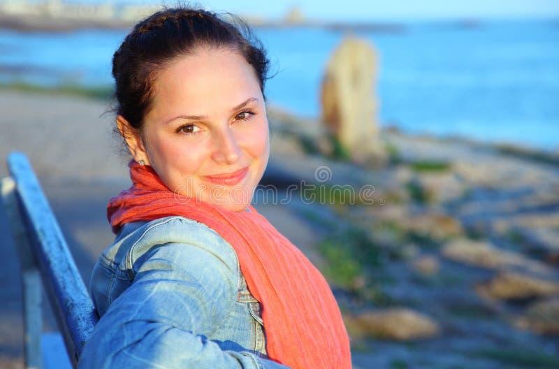 Mulher nova feliz fotografia de stock royalty free