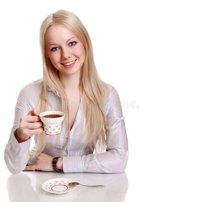 Mulher nova feliz com chávena de café fotos de stock royalty free