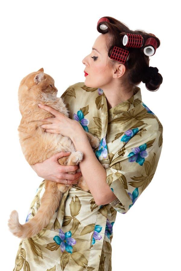Mulher nova feliz com um gato. imagem de stock