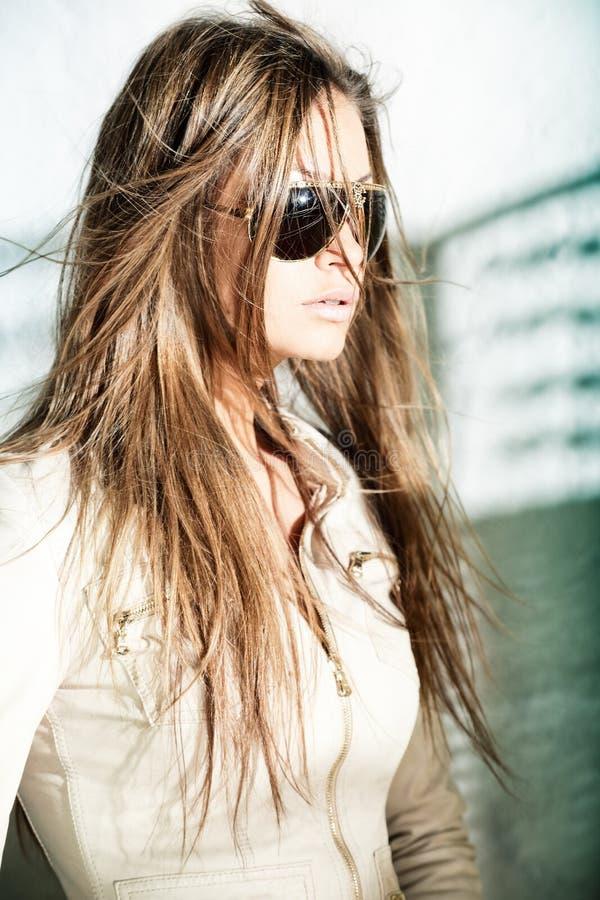 Mulher nova glamoroso fotografia de stock