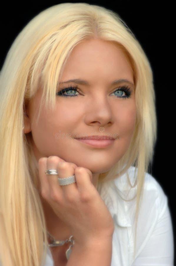 Mulher nova loura bonita. imagens de stock royalty free