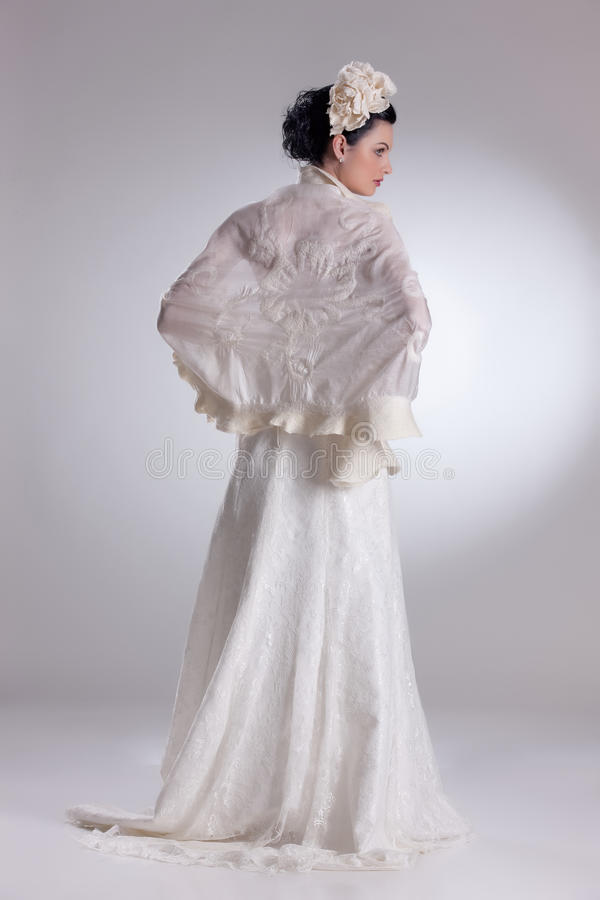 Mulher nova na roupa elegante foto de stock royalty free