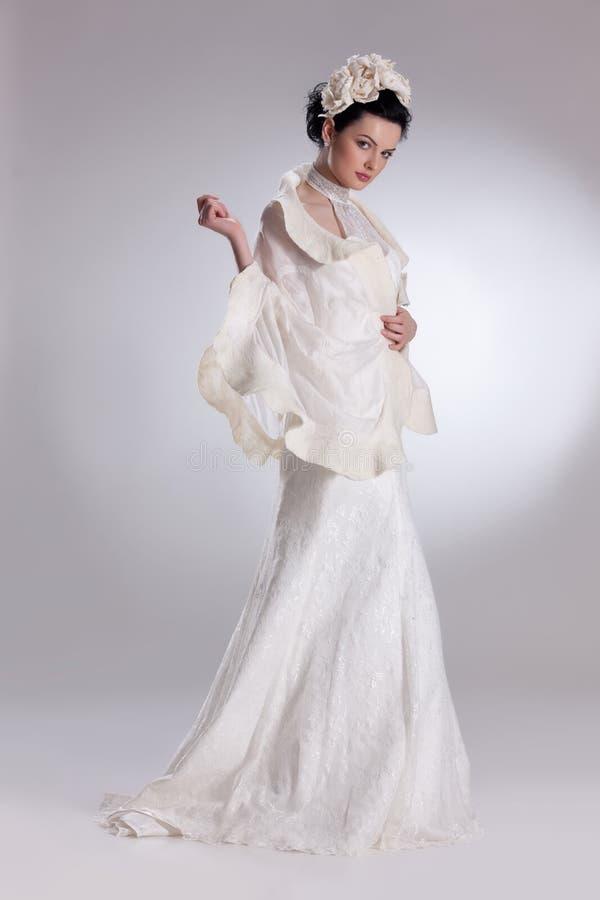Mulher nova na roupa elegante imagens de stock royalty free