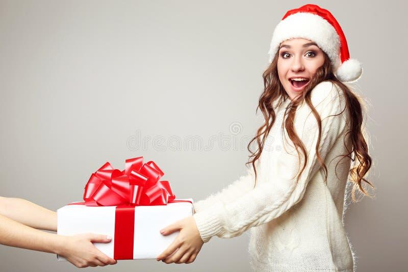Mulher nova no chapéu de Santa fotos de stock