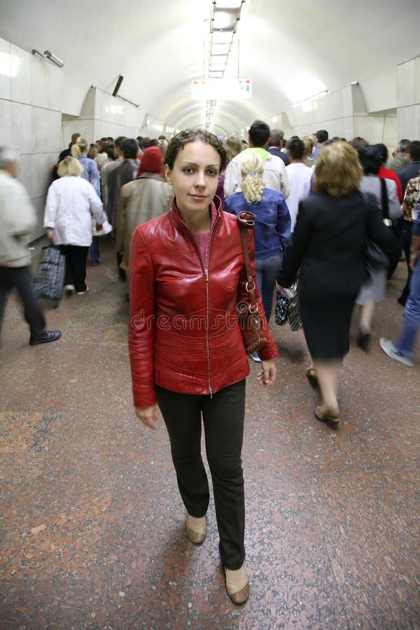 Mulher nova no metro fotos de stock royalty free