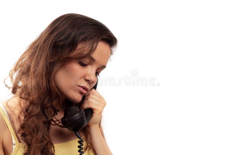 Mulher nova no telefone imagem de stock