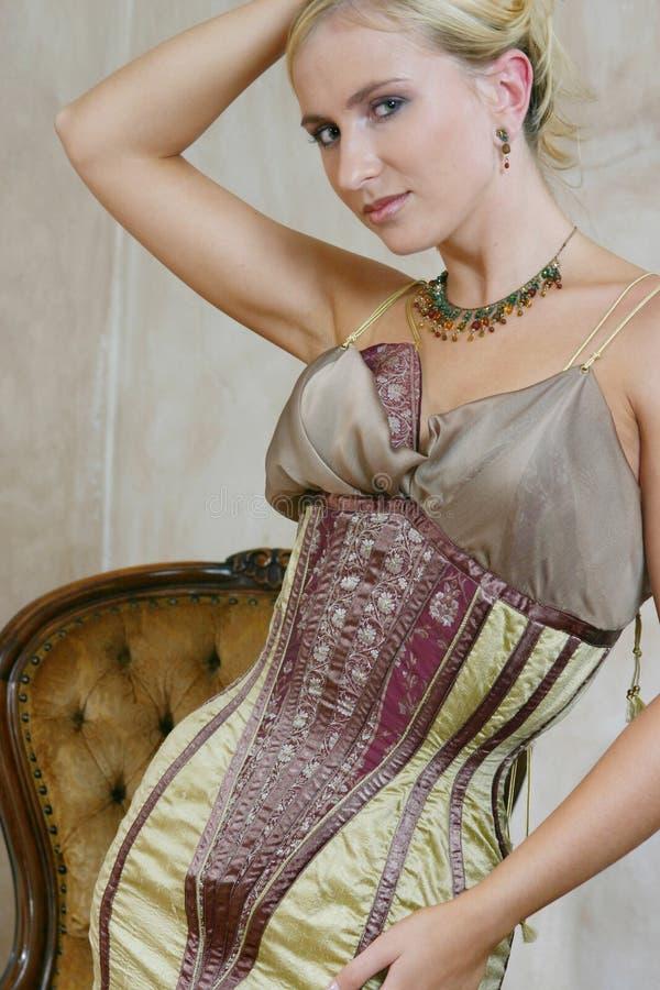 Mulher Nova No Vestido Antigo 4 Foto de Stock Royalty Free