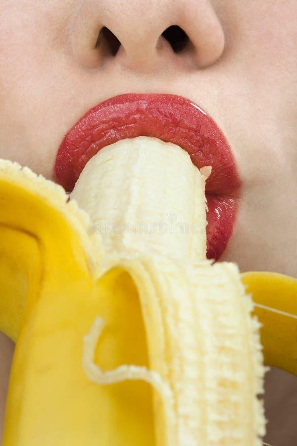 Download Mulher Nova Que Come A Banana Imagem de Stock - Imagem de idéias, bonito: 16871239