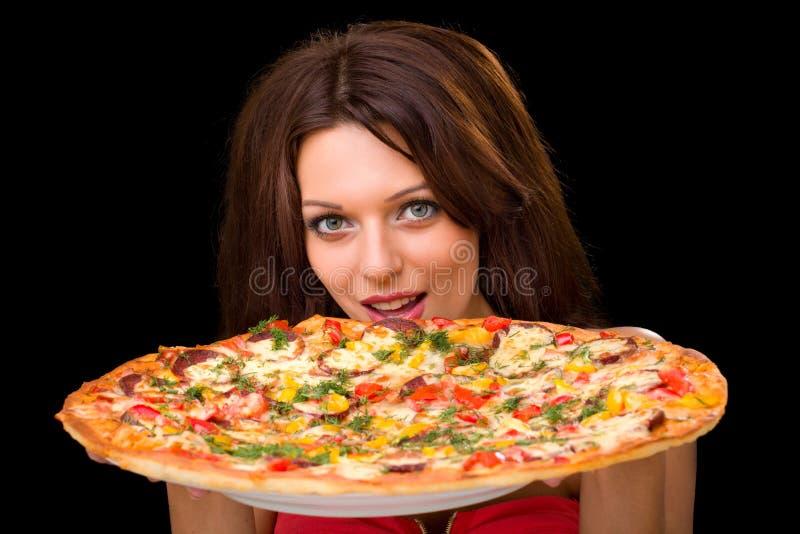 Mulher nova que come a pizza fotografia de stock royalty free