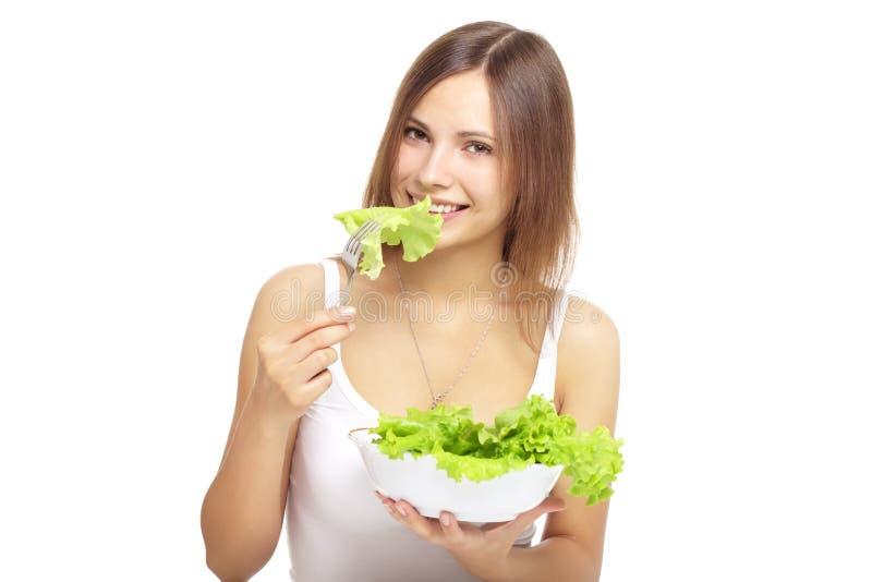 Mulher nova que come a salada saudável fotografia de stock