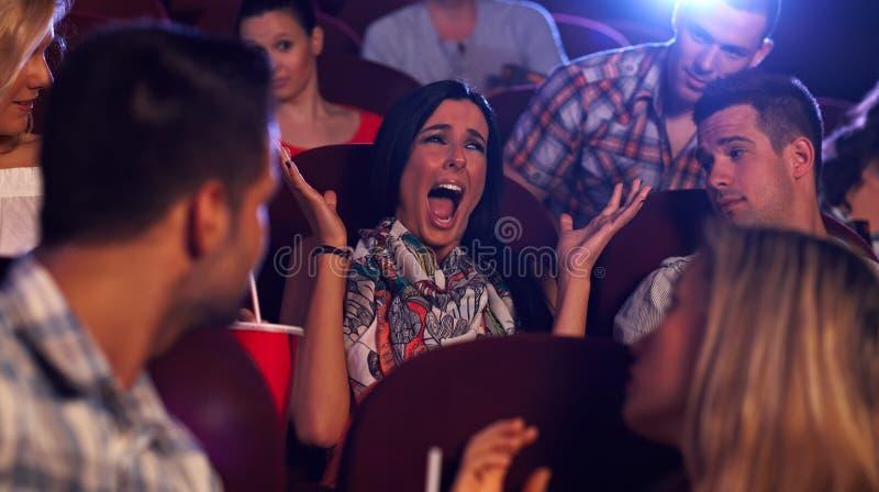 Mulher Nova Que Grita No Cinema Imagem de Stock