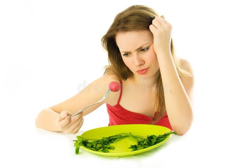 Mulher nova que mantem uma dieta imagem de stock