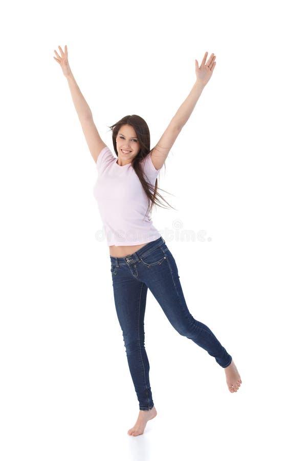 Mulher nova que salta acima feliz foto de stock