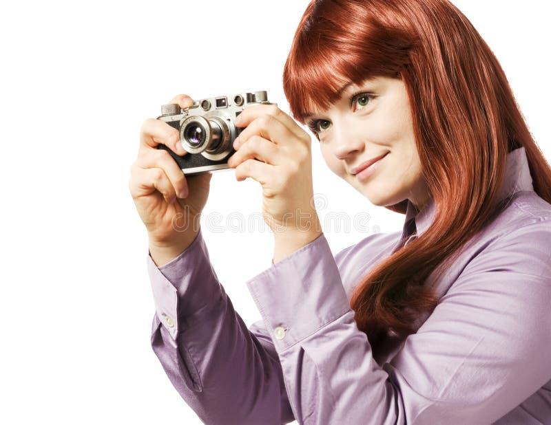 Mulher nova que toma o retrato com uma câmera fotografia de stock