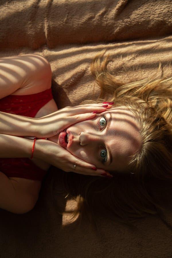 Mulher nova Scared foto de stock royalty free