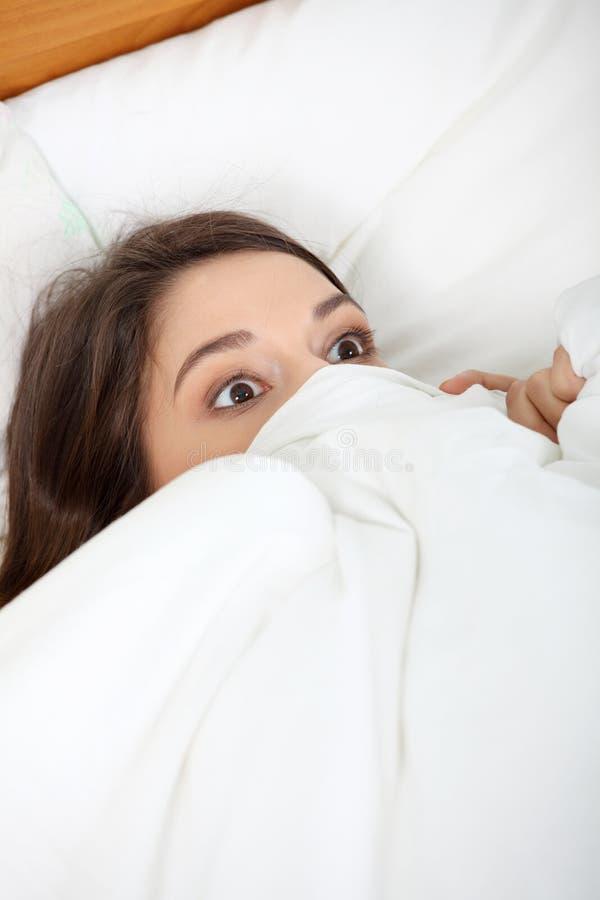 Mulher nova Scared imagens de stock