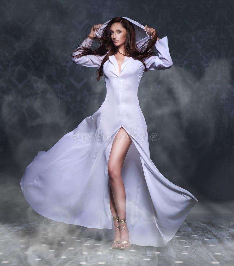 Mulher nova 'sexy' bonita fotos de stock royalty free
