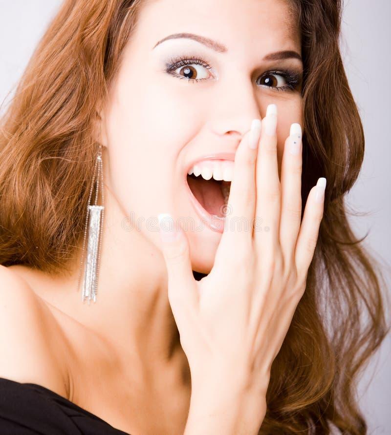 Mulher nova surpreendida de sorriso fotos de stock