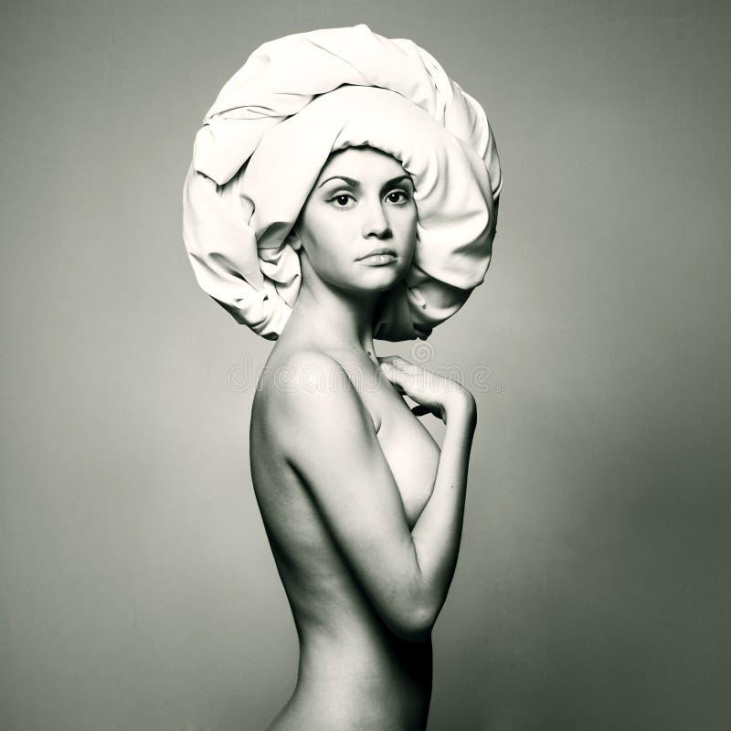 Download Mulher Nu No Turbante Elegante Foto de Stock - Imagem de classical, caucasiano: 12801082