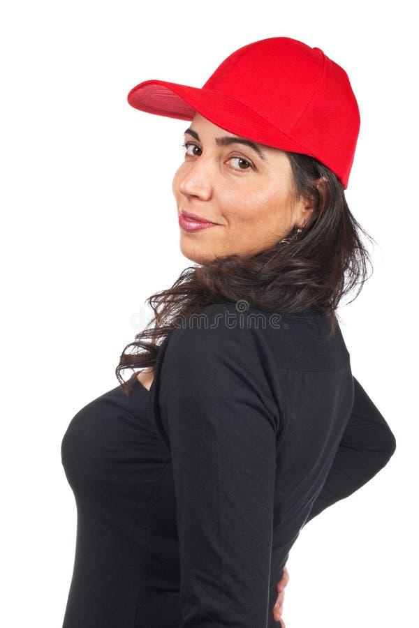 Mulher ocasional com um tampão vermelho fotos de stock royalty free